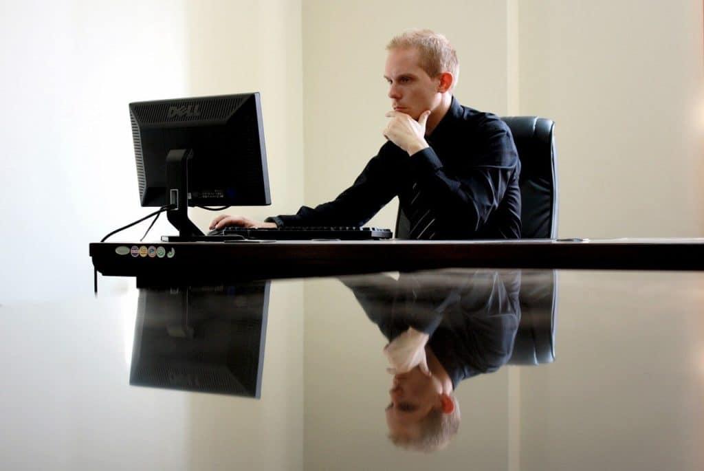 עורך דין יושב
